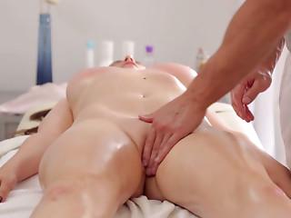 Arousing brunette babe welcomes skillful erotic massage
