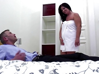 Eager mother gets cunnilingus and young big dick