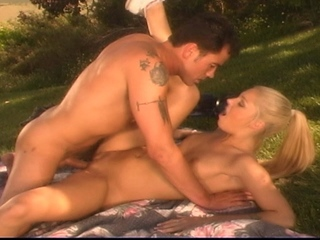 18 YEAR OLD BLONDE TEEN GETTING BANGED OUTDOORS