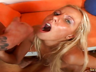 Her ramrod engulfing skill receives him willing to bang a slit