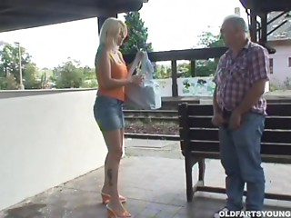 Outdoor sex at the teach stop with a giant whoppers golden-haired