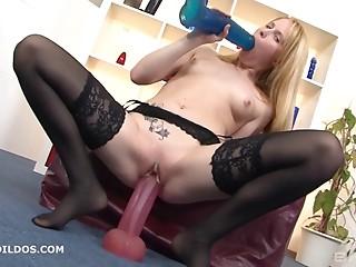 Splitting her fur pie open with her huge vibrator makes her cum