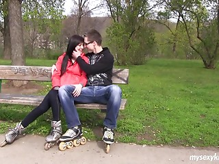 Date with a teenie goes truly well and that guy acquires to screw her